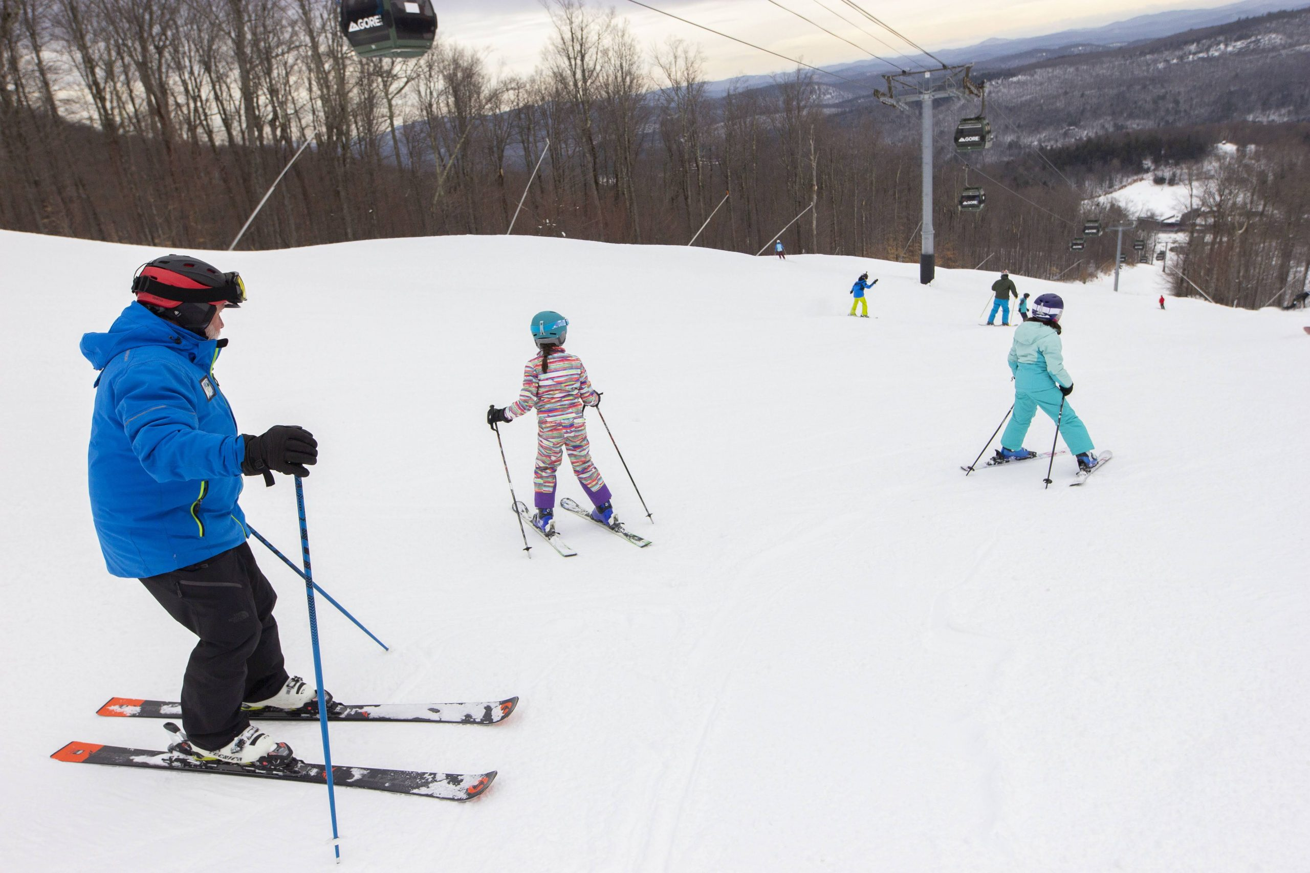Kids skiing in a lesson